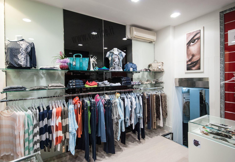 Arredo negozio abbigliamento | Black Rose Abbigliamento Donna