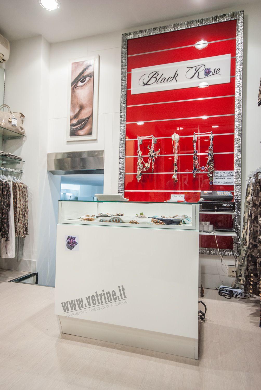 Arredo negozio abbigliamento black rose abbigliamento donna for Archi arredo roma