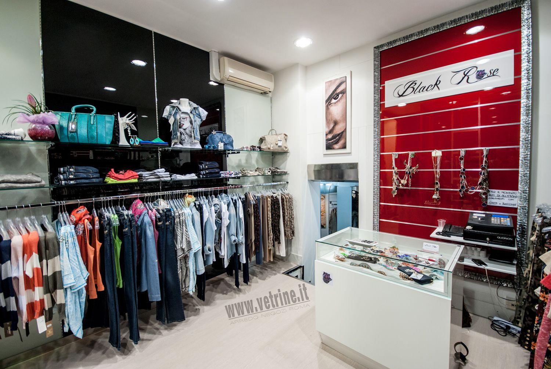 Arredo negozio abbigliamento black rose abbigliamento donna for Arredi per negozi abbigliamento