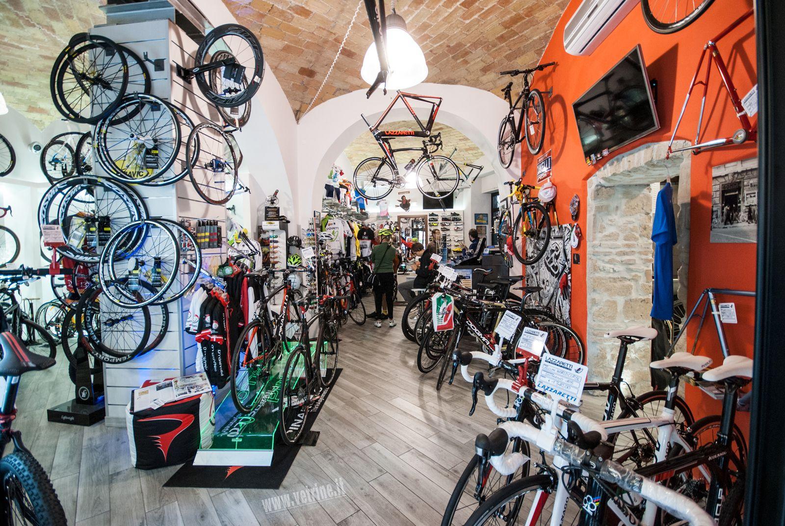 Foto arredamento cicli lazzareti roma arredo negozi for Negozi armadi roma