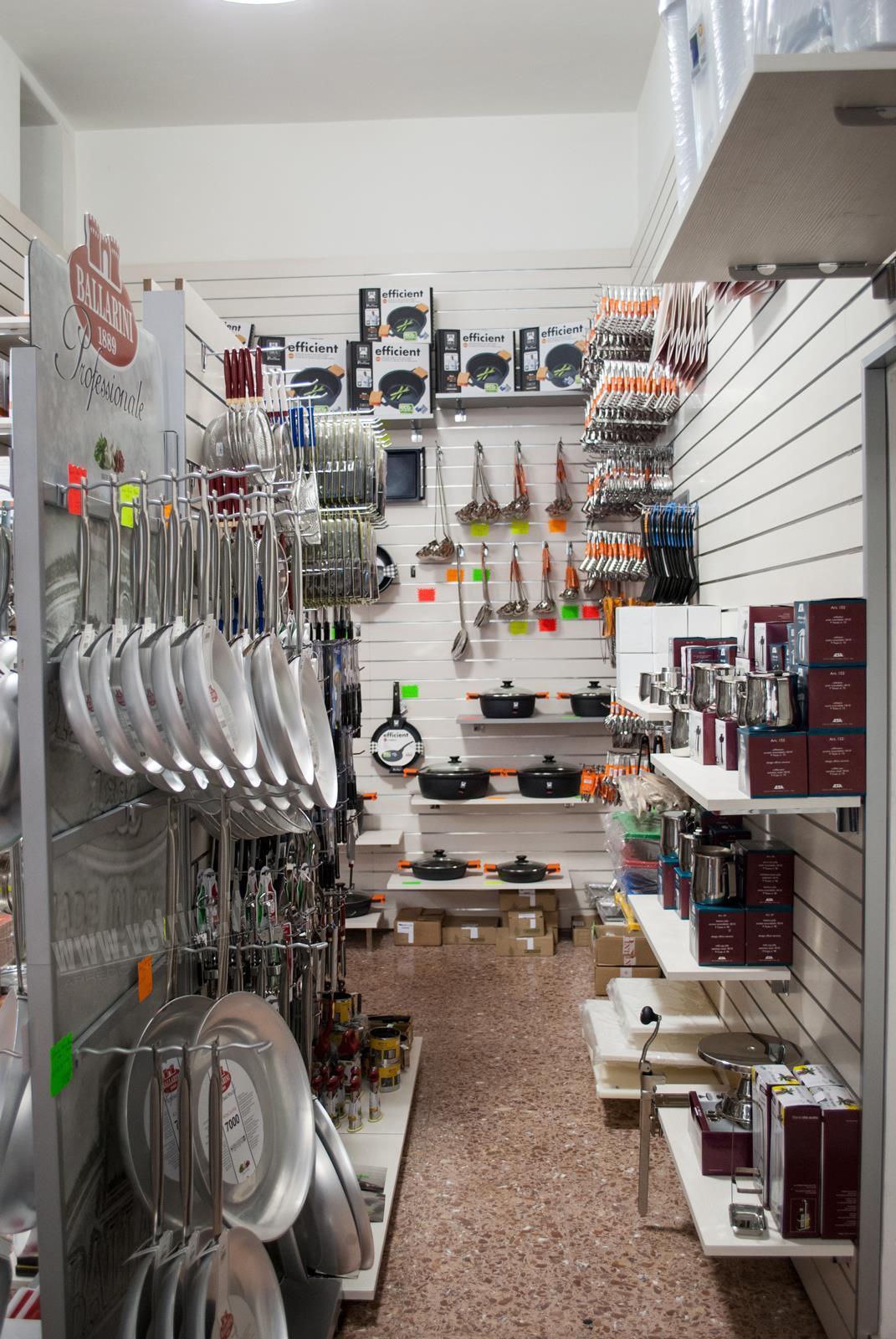 Galleria fotografica arredo allestimento casaligni a roma for Arreda negozi shop