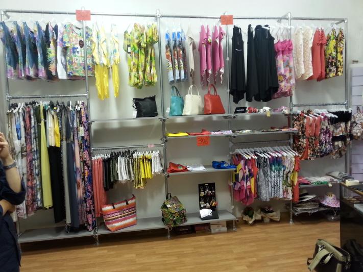 Arredamento e attrezzature per negozi gsn centro for Arredamento vetrine