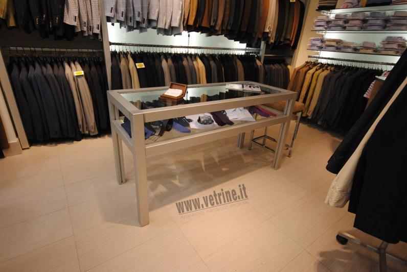 Arredamento attrezzature per negozi gsn centro for Arredamento vetrine